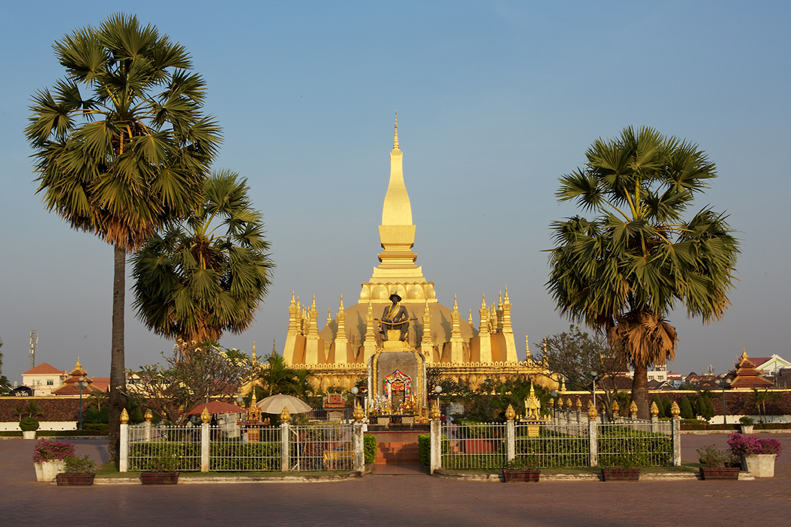 laos-vientiane-pha-that-luang-tiger-trail-photo-by-cyril-eberle-CEB_9714