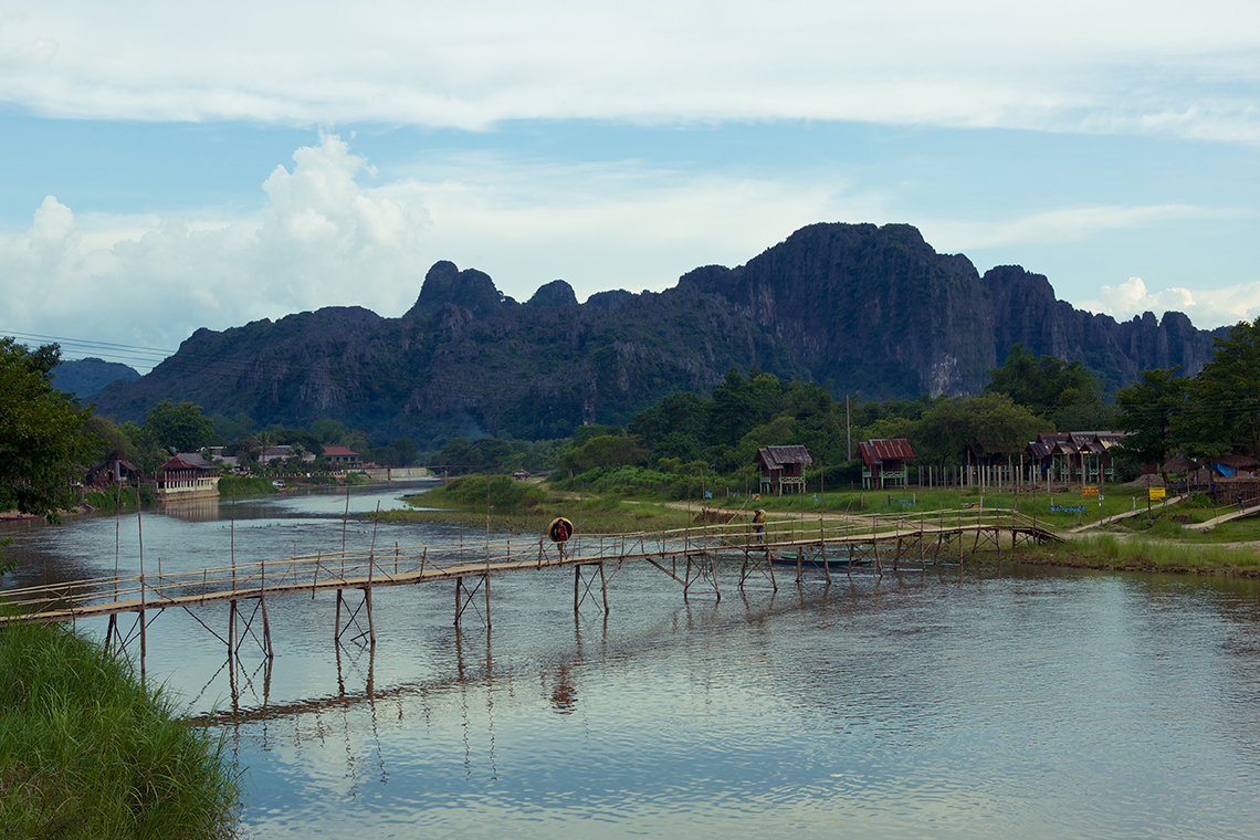laos-vang-vieng-nam-song-river-bamboo-bridge-tiger-trail-photo-by-cyril-eberle-CEB_7268